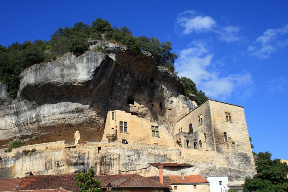 Photo eyzies musee falaise